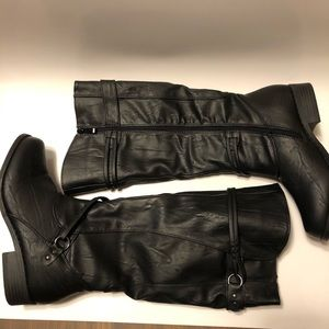 NWT black boot Size 7